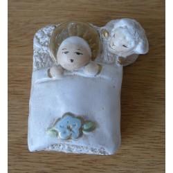 Niño Jesús con veja, cerámica, 9 cm.